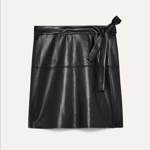 ARITZIA WILFRED FREE SPURLOCK FAUX LEATHER SKIRT S